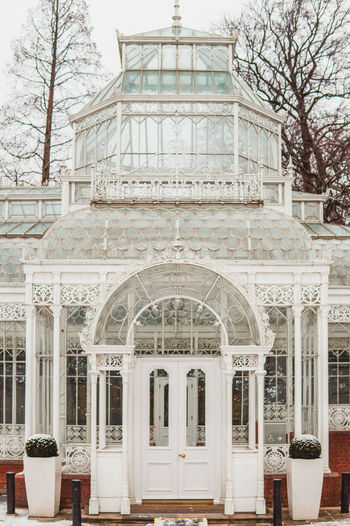 The Elegant Victorian Conservatory at Horniman Museum and Gardens in Forest Hill, South London 2017 Architecture Elégance Forest Hills Gardens Historical Building South London Victorian Winter Conservatory Forest Hill Hornimanmuseum Se23 Snow