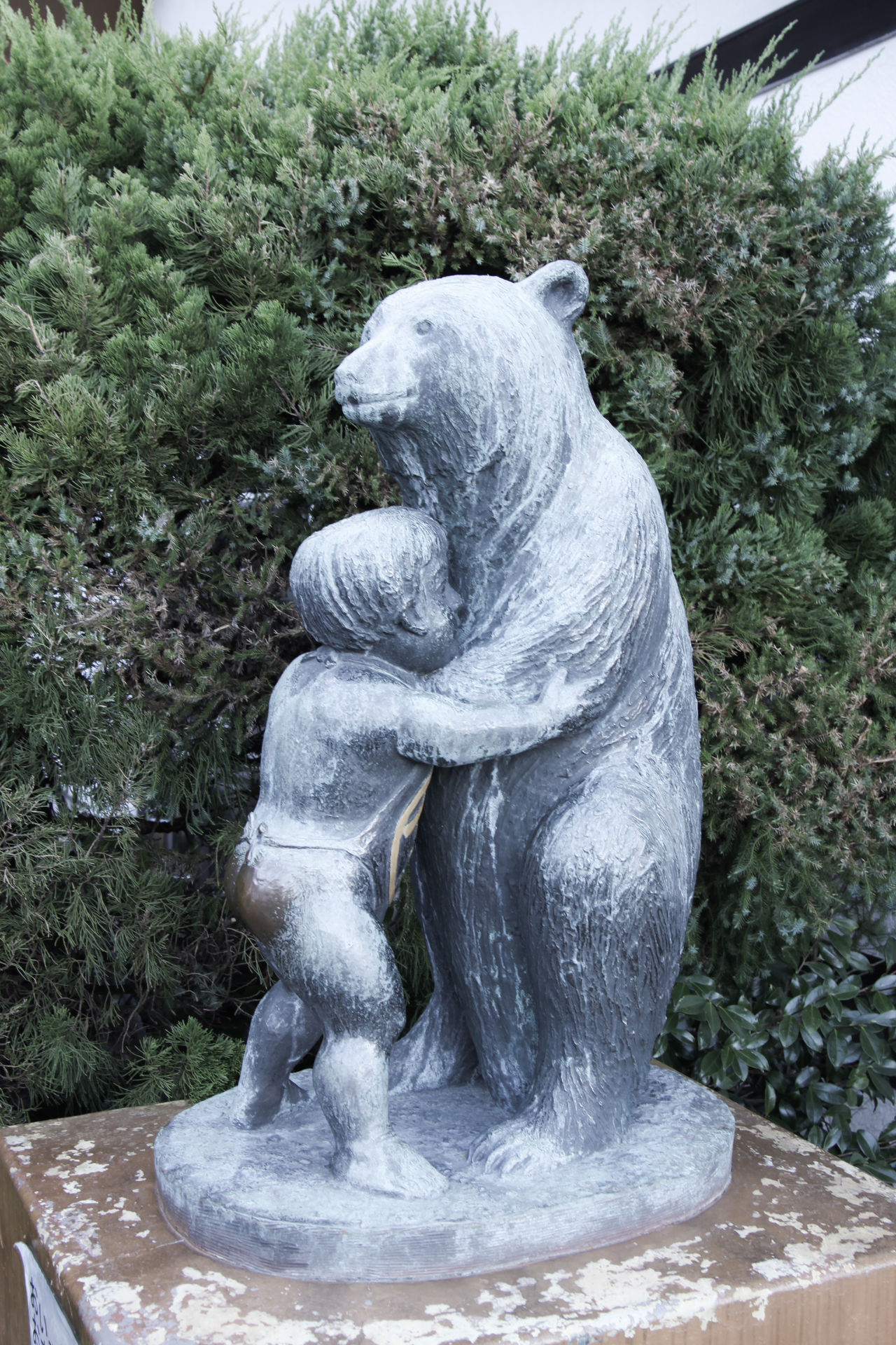 Wrestling with a bear AArt And Craft dDay hHuman Representation JJapan JJapan Photography NNature nNo People oOutdoors sSculpted sSculpture SStatue 3XSPUnity