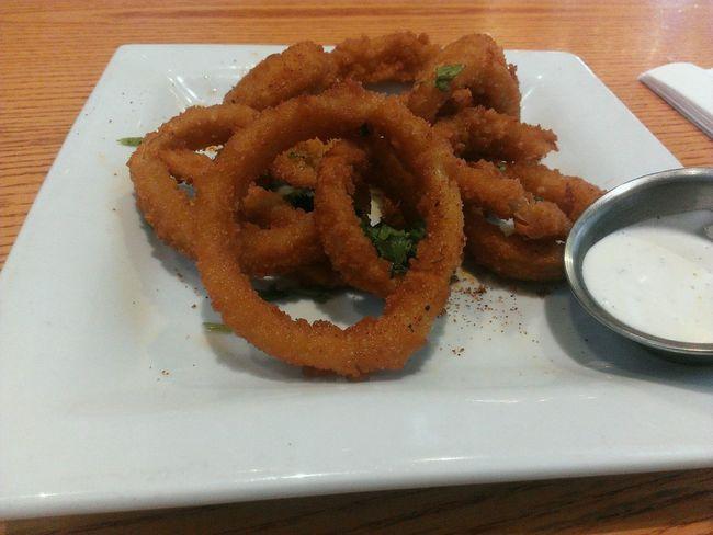 Crispy onion rings. Onionrings Foodphotography Foodporn Taking Photos Food Onions Friedfood Snacks!