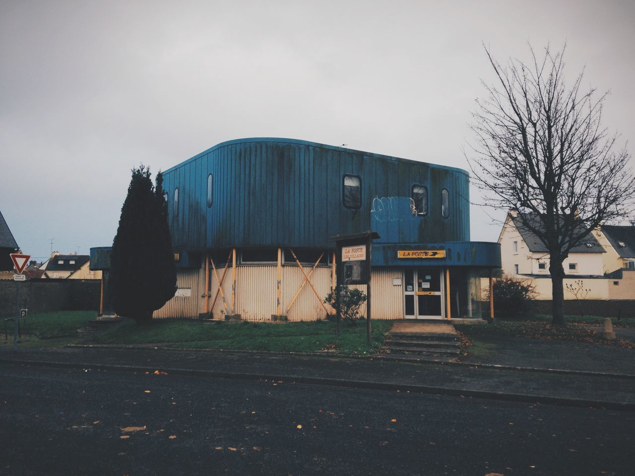 built structure, architecture, building exterior, sky, outdoors, no people, day, desolate