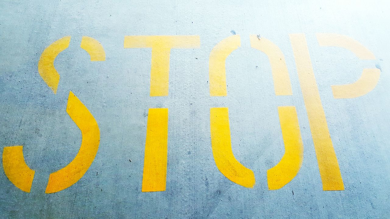 Stop Sign Stop Samsung Galaxy S6 Edge Samsungphotography Daytime Daylight Photography Daylight Concert Photography Concrete Capture The Moment Parking Area Parking Sign Parking Lot Taking Photos Stop The Shot I Wanna Get Out  Stopmotion Yellow Top Perspective Down Ground Sto