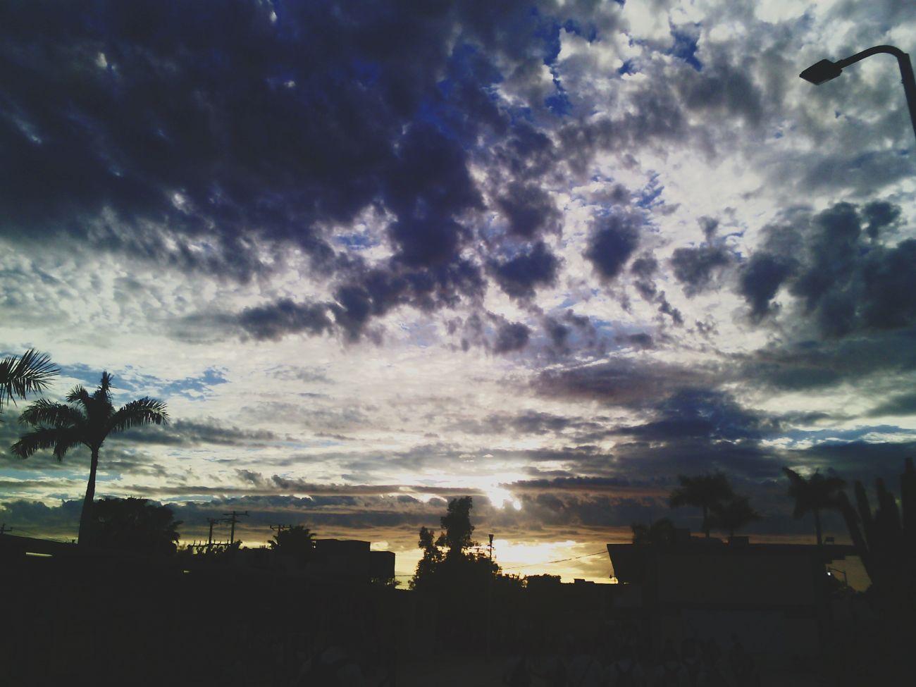 Tan lejos, pero compartimos el mismo cielo. Cielo Paisaje Nubes Sky Clouds
