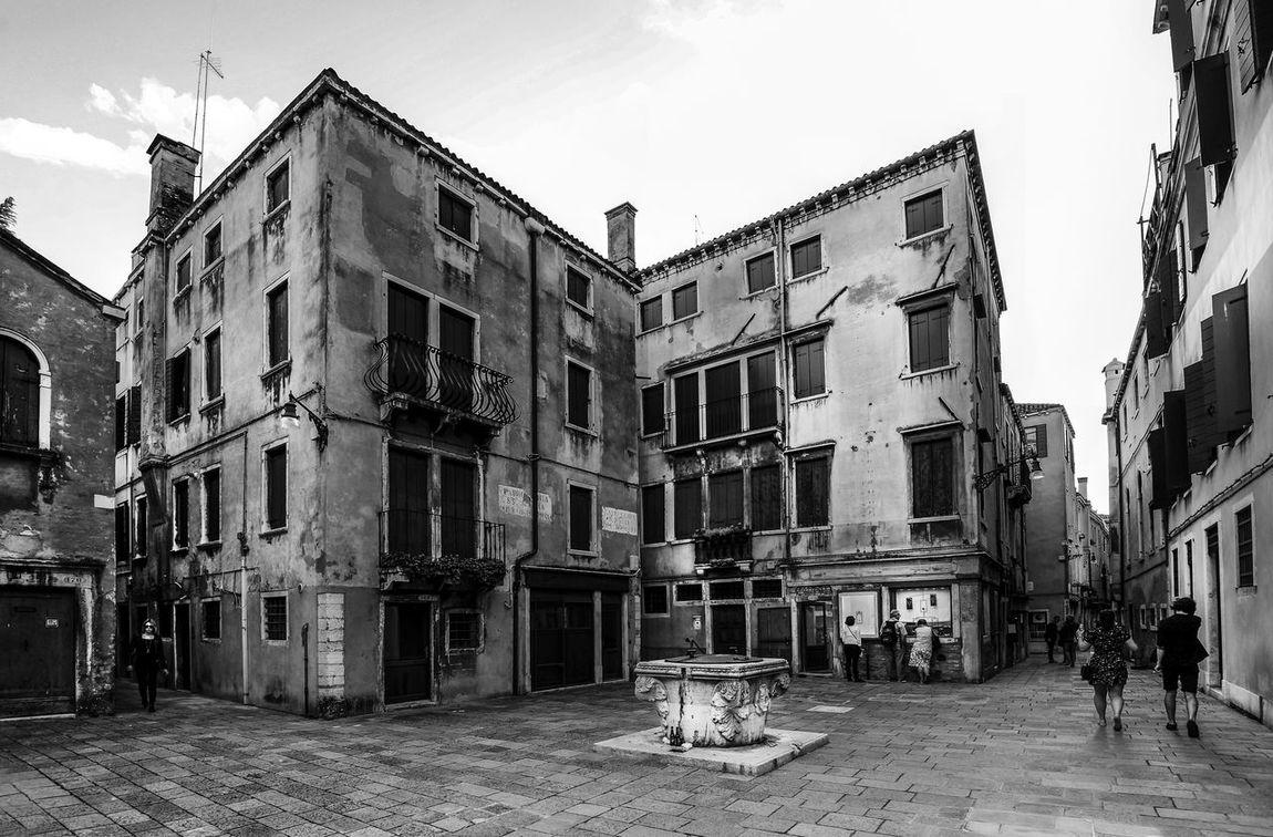 A conner of Venezia Tourist Travel Venezia Architecture Blackandwhite Building Exterior Built Structure City Day Huntergol Italian Narrow Street Outdoors Real People Sky Street Venice Life Windows