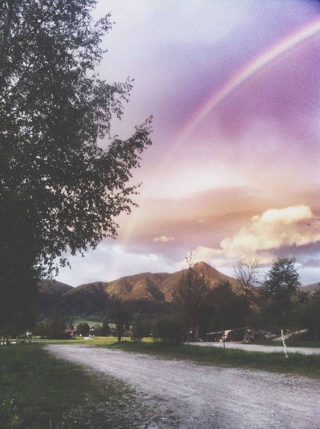A hello from heaven 🌈 Rainbow Rainbow Sky Sky Beauty In Nature Nature Scenics Tranquil Scene Cloud - Sky Mountain Mountains Outdoors What A Wonderful World Colorful Relax Beautiful Rainbow🌈
