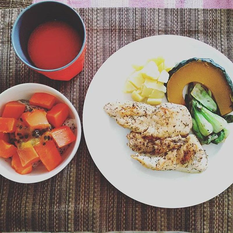 """Hello everyone! Wake your body up with a goodies food on this Tuesday morning ;)) Back to a good girl """"KANCHA"""" ❤ Goodies Goodfood Goodhealth Breakfast Cleanfood Rawfood Yummy Healthy Stuff Love Cuisine Bangkok Thailand Ilovecooking Punch Fruity Papaya Passionfruits Picoftheday Goodmorning"""