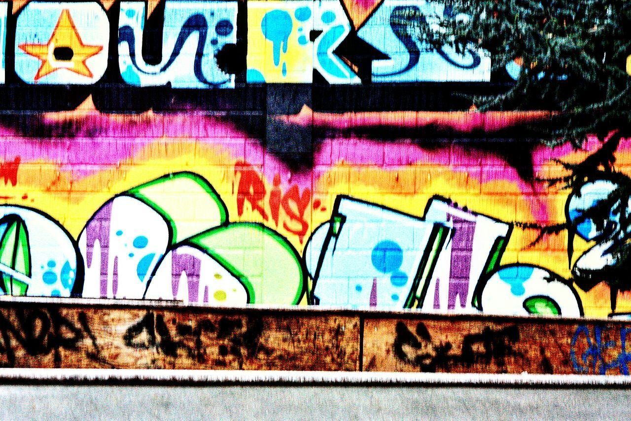 Graffiti Multi Colored Spray Paint Creativity Vibrant Color Full Frame Backgrounds No People Outdoors Close-up Day Tag Tags Streetphotography Street Art Streetart/graffiti Cityart Art In The City Art In The Street Skatepark Skate Park