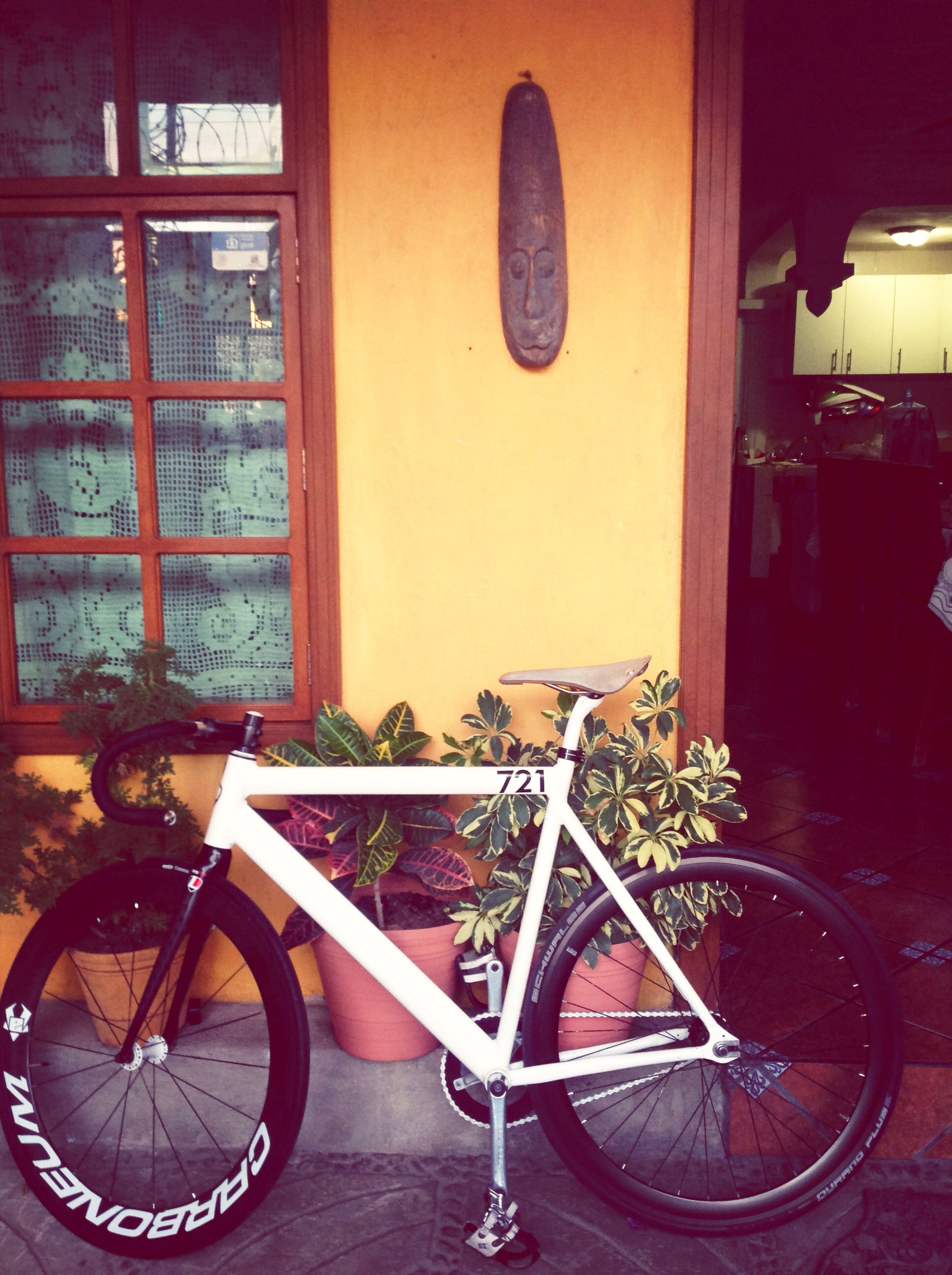 bicycle, stationary, mode of transport, land vehicle, transportation, parking, parked, wheel, architecture, built structure, old-fashioned, old, wall - building feature, retro styled, house, building exterior, no people, indoors, metal, abandoned