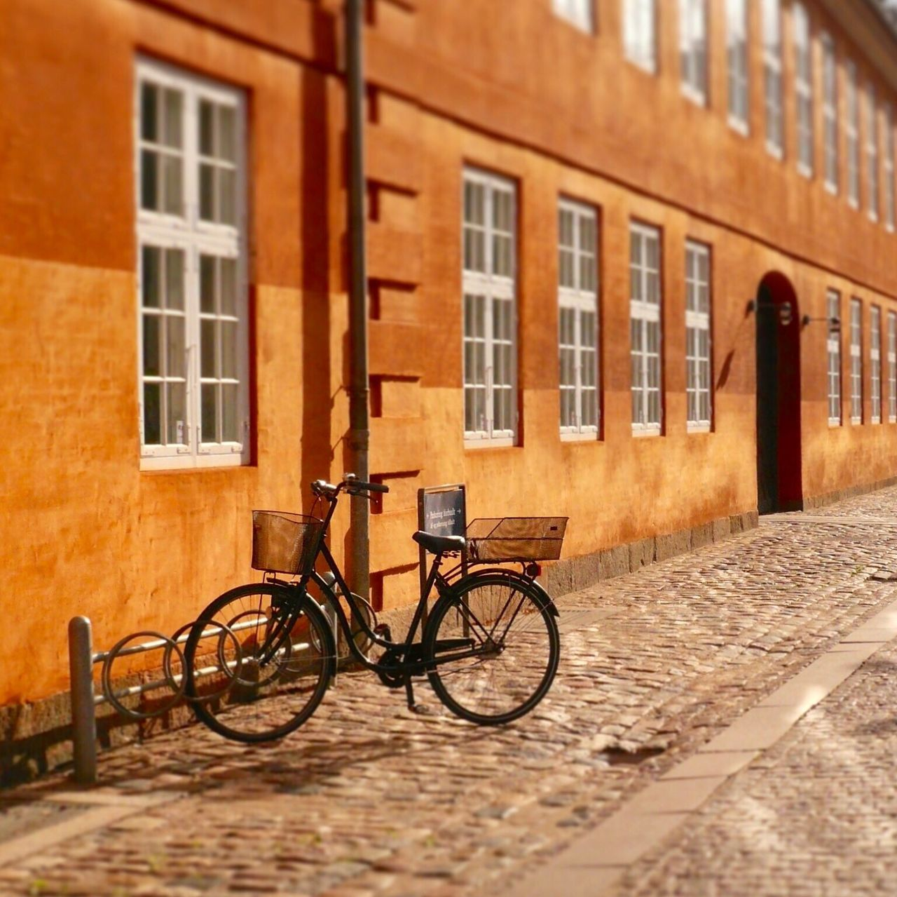 Danmark Kopenhagen Old Buildings Old-fashioned Bicycle Building Exterior Architecture Built Structure City No People Day City Life The Street Photographer - 2017 EyeEm Awards