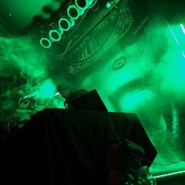 DJ Q gestern beim WarmUp in Munsters Skaters Palace! Green Nofilter Grünerrauch ms4l münster4life skaterspalace ssio warmup rauch grün