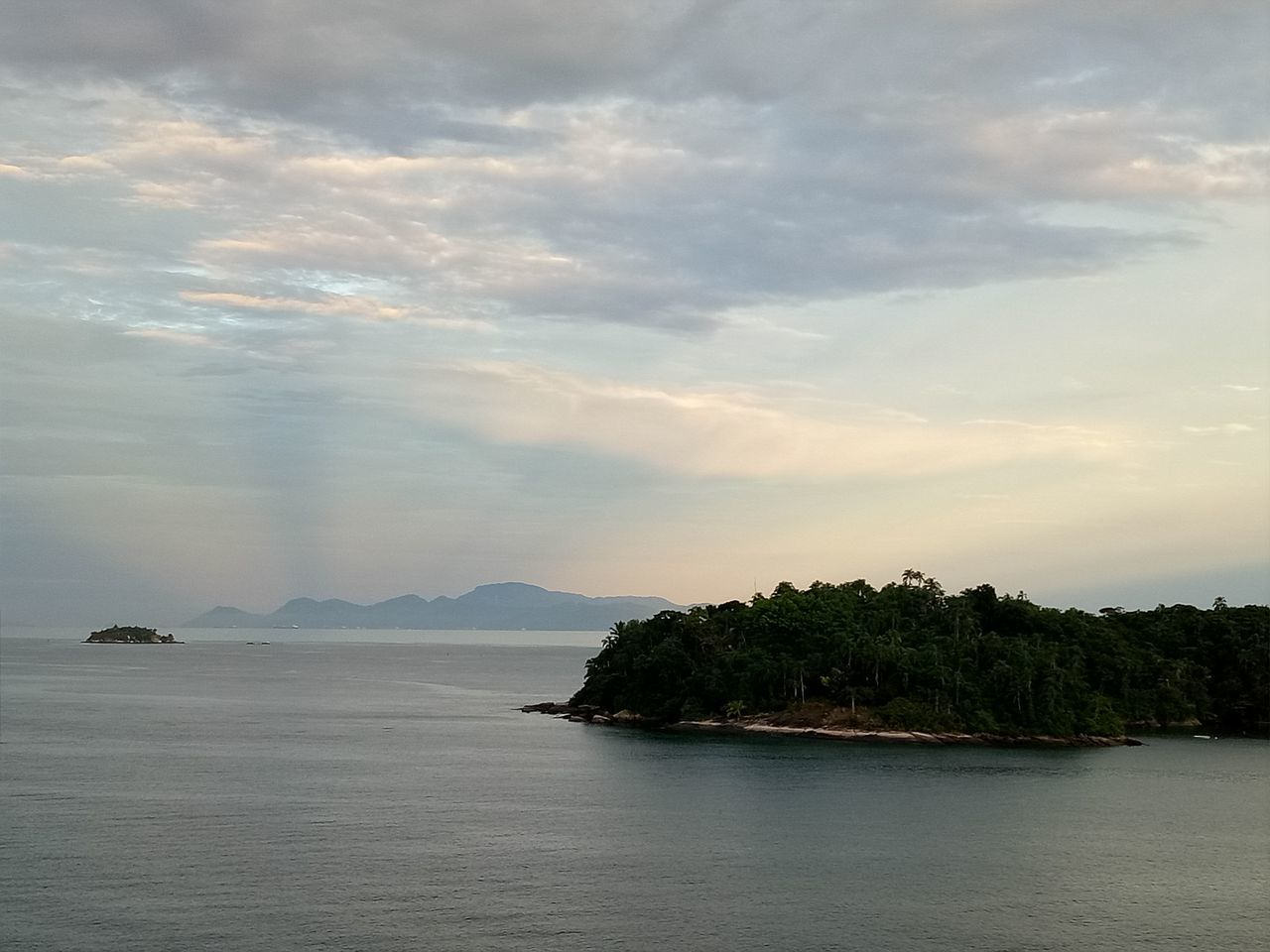 sky, scenics, sea, tranquility, nature, beauty in nature, tranquil scene, water, cloud - sky, no people, waterfront, outdoors, mountain, tree, day