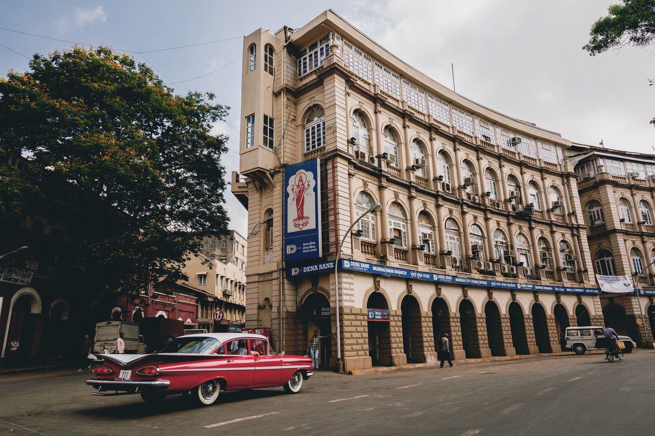 Who Said We Cannot Represent Urban Mumbai Into Vintage Bombay? Bombay Mumbai MumbaiDiaries Mumbaimerijaan Vintage Cars Vintage Eyeem Market EyeEm Heritage EyeEm Best Shots EyeEmBestPics Architectureporn Symmetry India Check This Out Old-fashioned Old Town Old Buildings Back In Time Bombaydiary Car Street Road Streetphotography