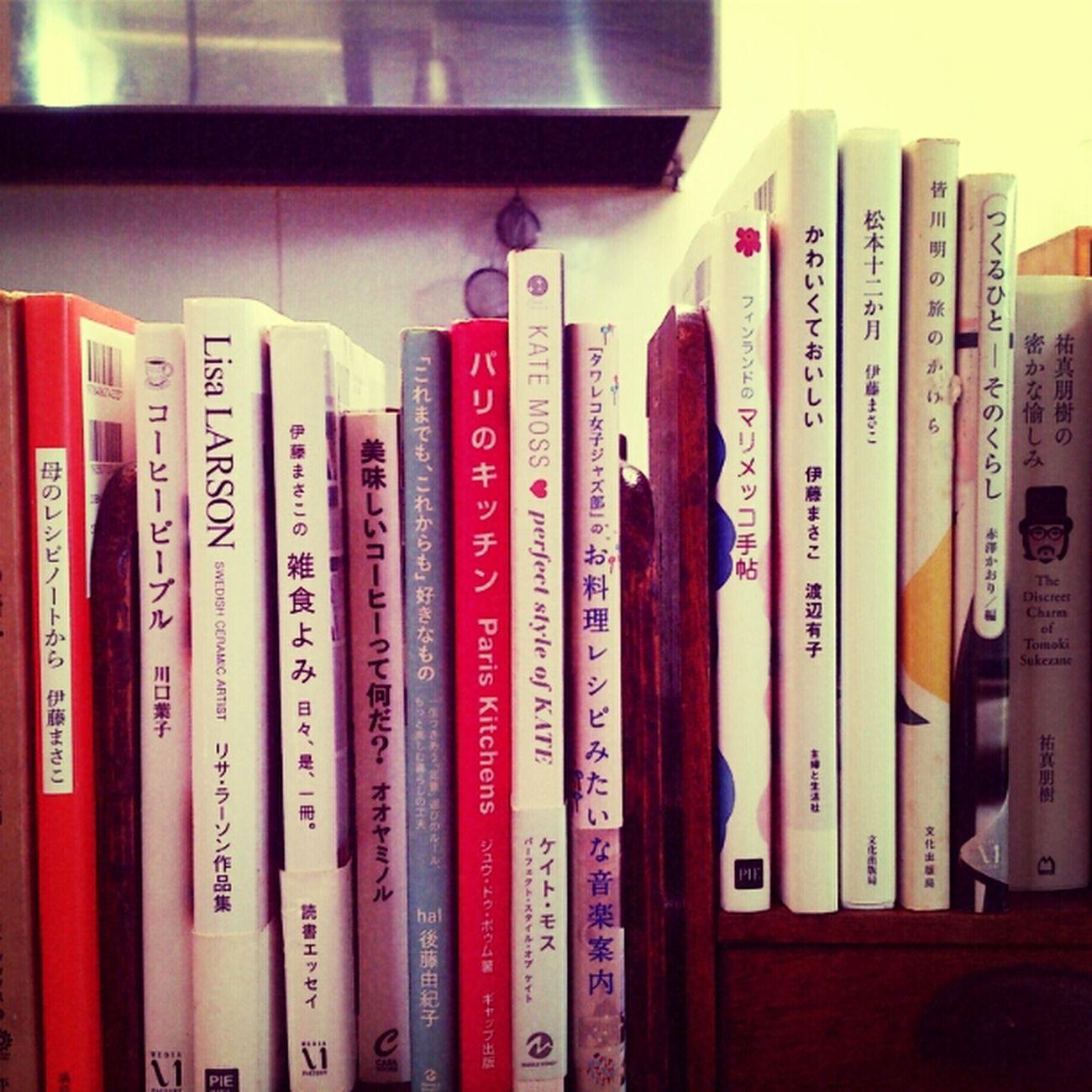 本がたくさん並んでるのってかわいいな( ´艸`) Relaxing @cafe