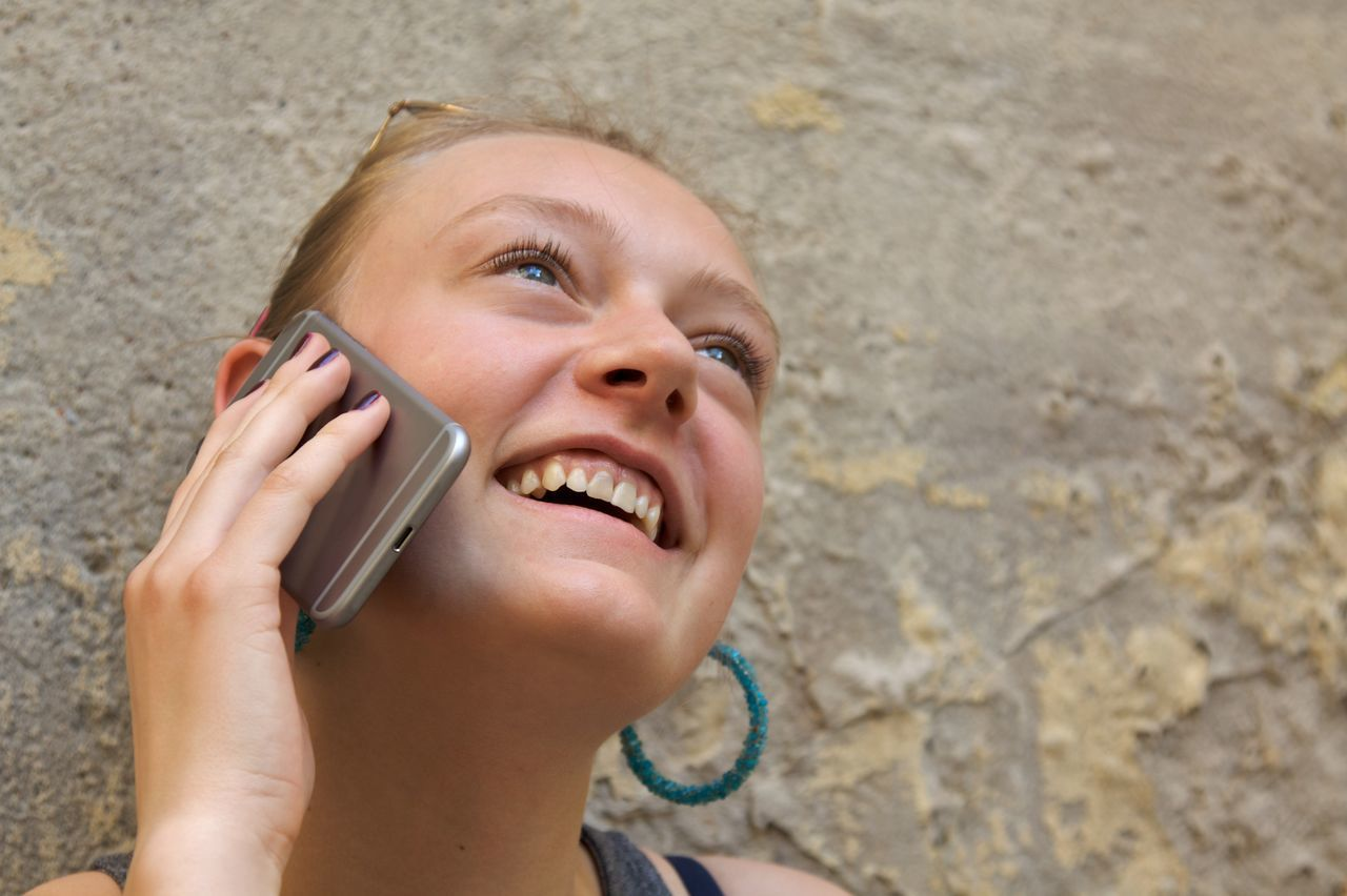 If Blondie only would have known what 'Hanging on the telephone' would mean in the 21st century... Day Digital Native Good News Hanging On The Telephone Happiness Having Fun Headshot Holding Laughing One Person People Portrait Portrait Photography Real People Smartphone Smiling Teenager Telephone Young Adult Young Women