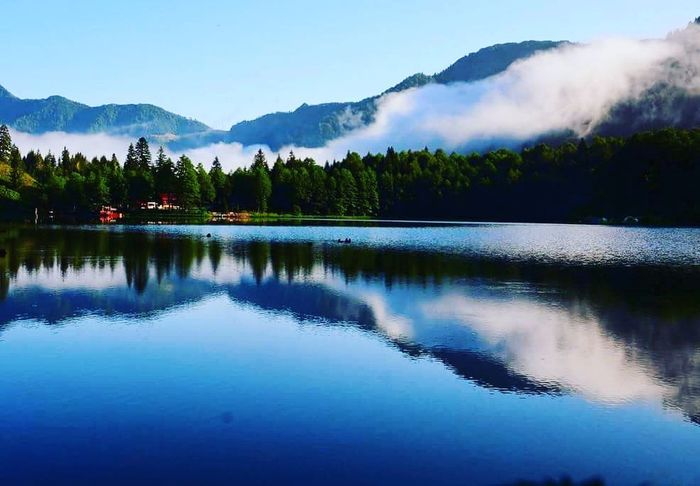 Nature Reflection Water Lake Mountain Scenics Nature Tree Outdoors Blue No People Sky Landscape Beauty In Nature Day Karagöl Dogal Beauty In Nature Nature Dogadan Architecture Green Color Autumnturkey Doğadan Manzara Doğadankareler