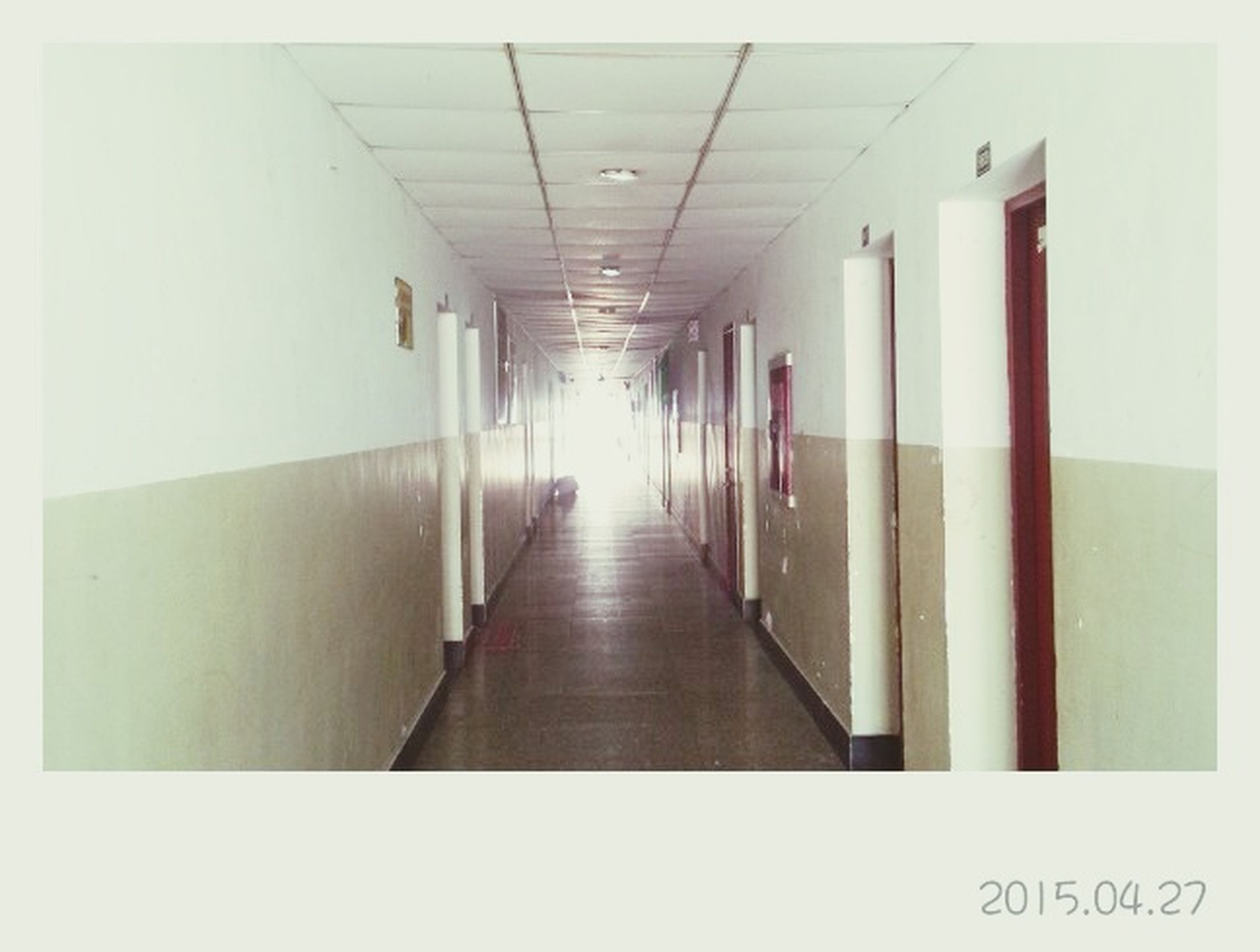 indoors, corridor, the way forward, architecture, diminishing perspective, built structure, in a row, ceiling, empty, narrow, absence, vanishing point, flooring, modern, long, tiled floor, no people, building, wall, repetition