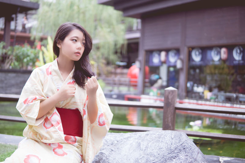 Architecture Beautiful Woman Building Exterior Built Structure Casual Clothing Day Front View Kimono Lifestyles One Person One Young Woman Only Outdoors People Real People Young Adult Young Women