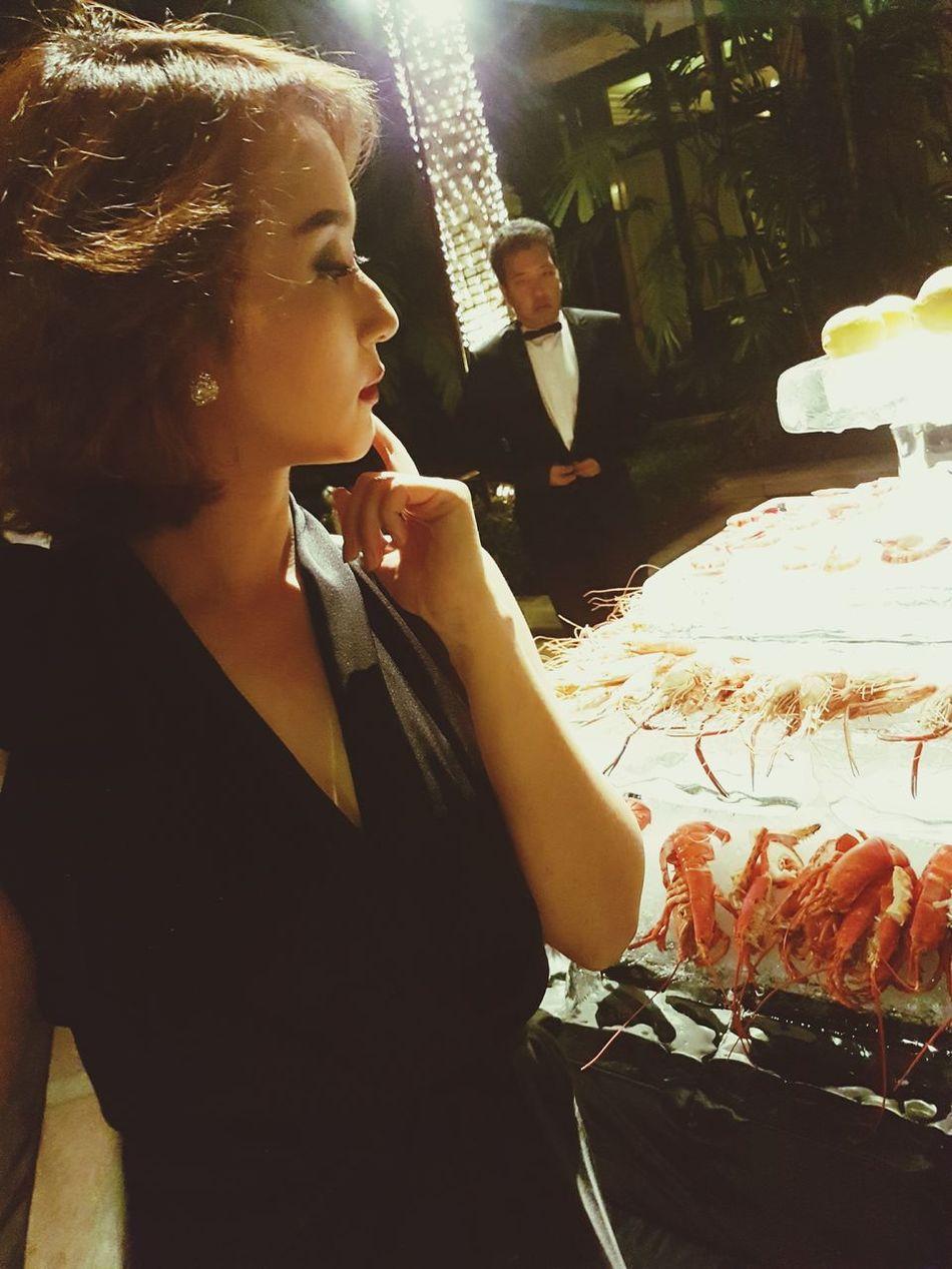 Thinking Hungry? Women Glamour Luxury Elégance Fashion Lifestyles Nye2016 NYE Eating