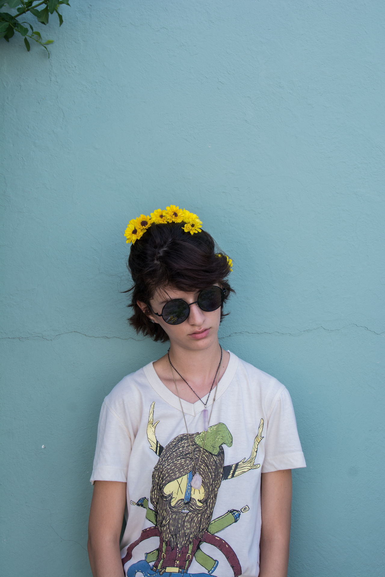 Flowersinyourhair Flowers Yellow Flower Colors Plants Plants And Flowers Cute Girl Street Streetphotography Glases EyEmNewHere Daylight Blue Live For The Story One Person Hair Hairstyle Nature Yelow Draw Shirt The Portraitist - 2017 EyeEm Awards Fissure MadeInMexico
