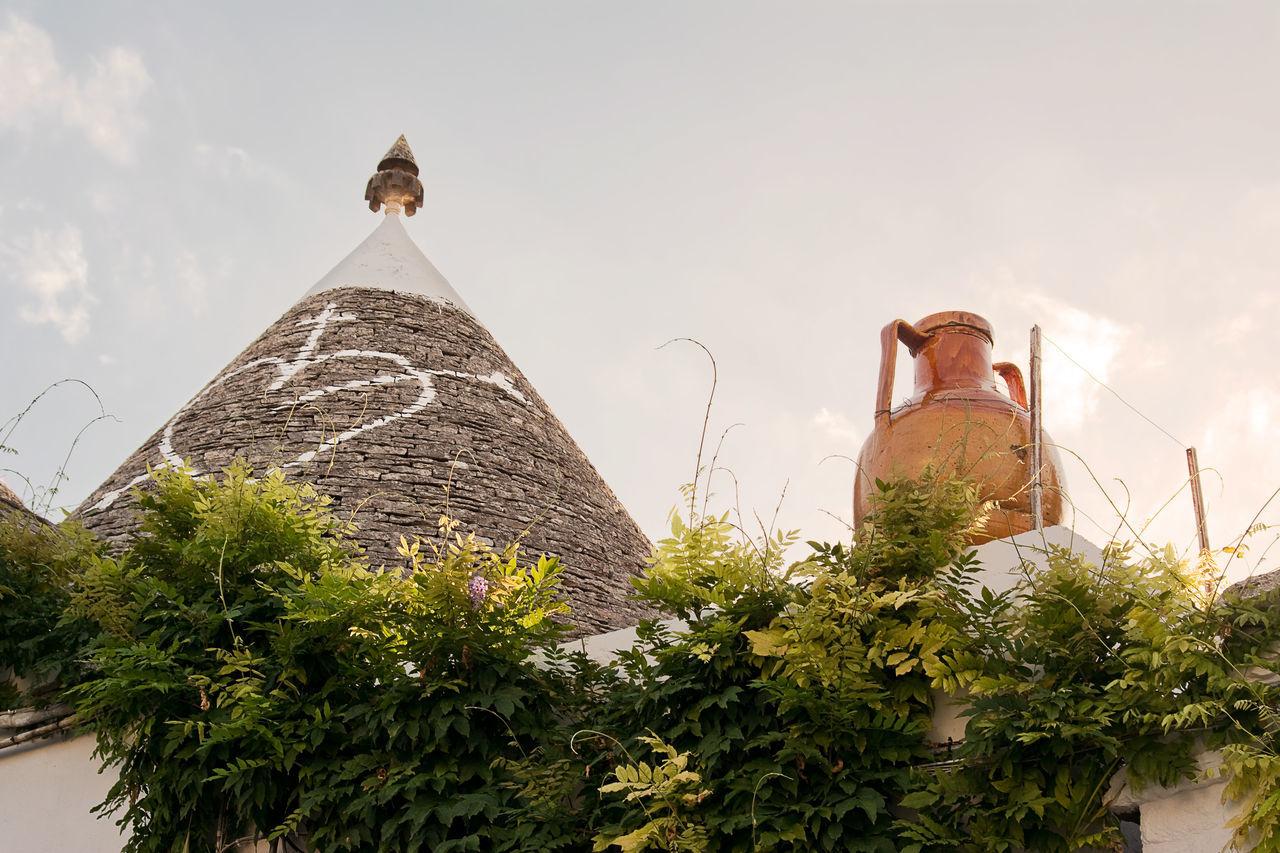 Trulli: typical habitation of apulia Alberobello Amphora Apúlia Bari House Italy Locorotondo Picturesque Pinnacle Puglia Stone Symbol Trulli Trullo Village