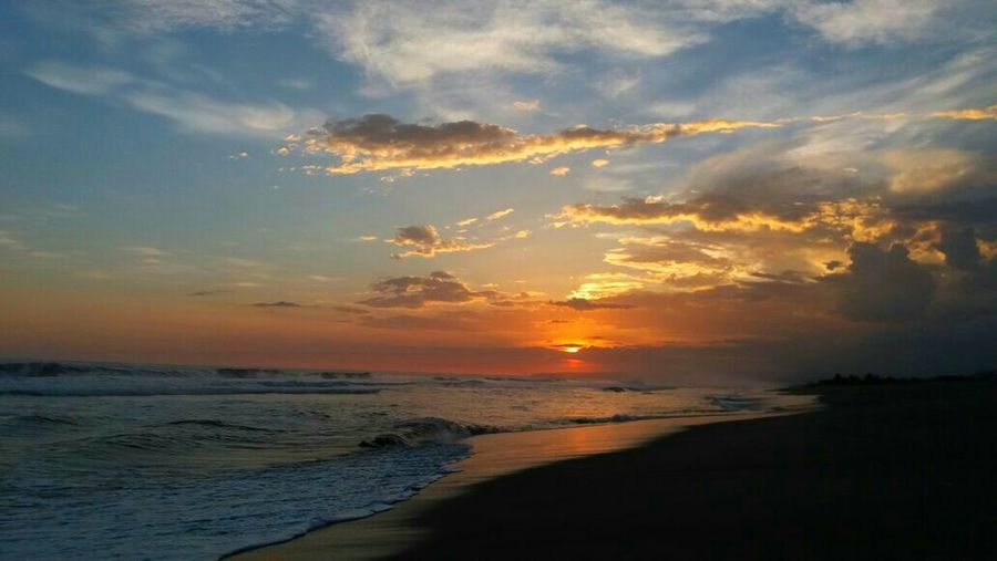 What a beautiful country El Salvador Sunset Beach Sea Cloud - Sky Nature Elsalvadorimpresionante Elsalvadorimpressive Elsalvadortravel Cellphonepics Cellphonephotography Elsalvadorturismo Elsalvadortraveling Surfing Surfer Surf