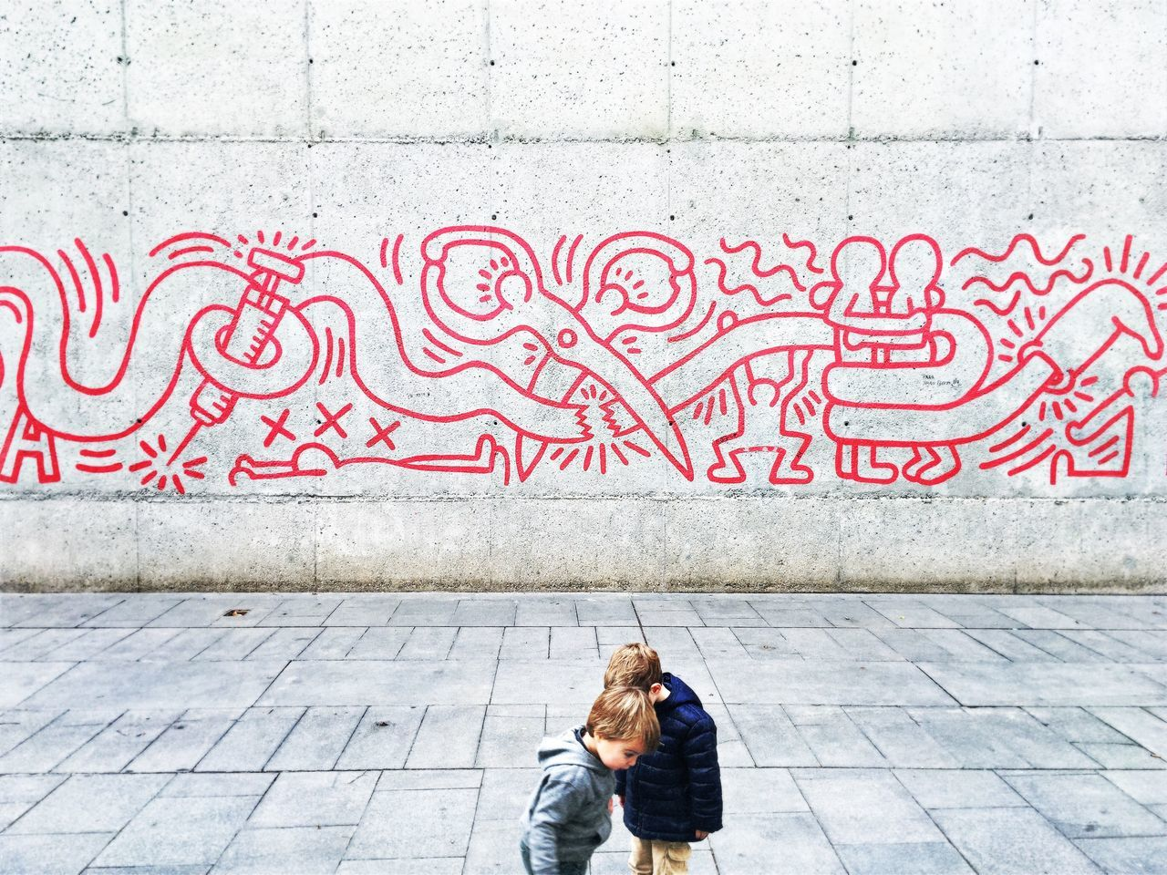walking with Keith Haring - EyeEm Best Shots The EyeEm Facebook Cover Challenge EyeEm Gallery Showcase: November IPhoneography Mobilephotography Streetphotography Streetart Streetart/graffiti Graffiti Creativity City Life People And Places Barcelona Street Life Minimalism