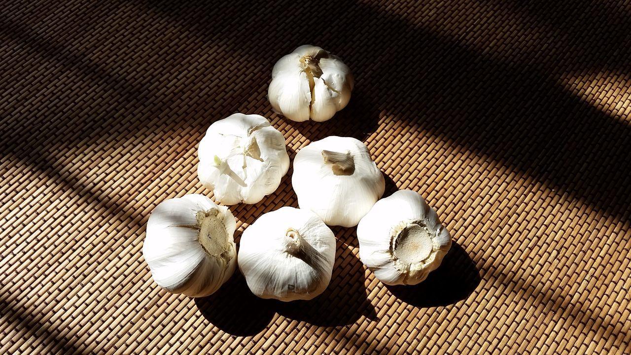 Garlic bulbs High Angle View Garlic Garlic Bulb Garlic Clove Culinary Still Life Herbal Herbs Herb Herbs And Spices Close-up Indoors  Healthy Eating No People
