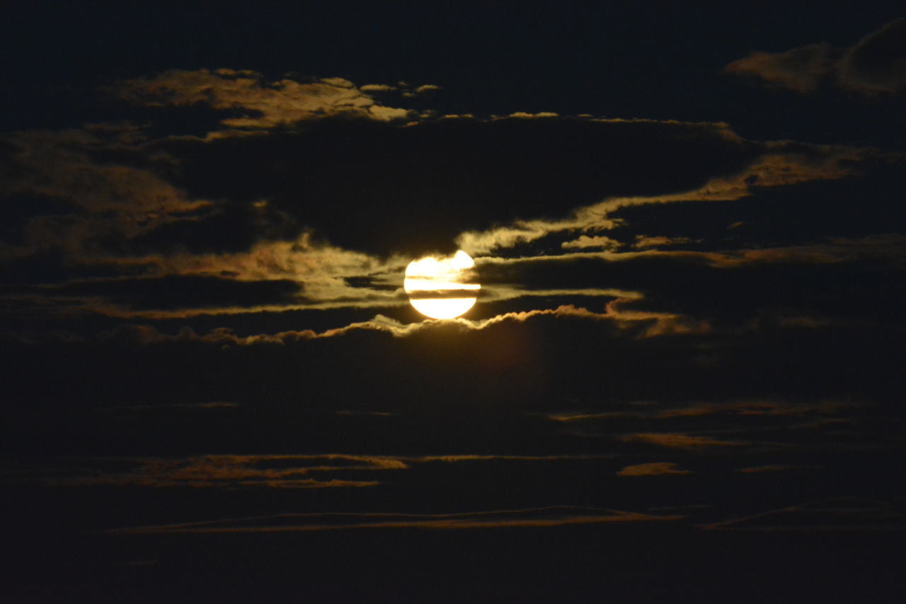 sunset, sky, beauty in nature, nature, scenics, tranquility, tranquil scene, cloud - sky, silhouette, sun, majestic, no people, idyllic, outdoors, sky only, low angle view, moon, scenery