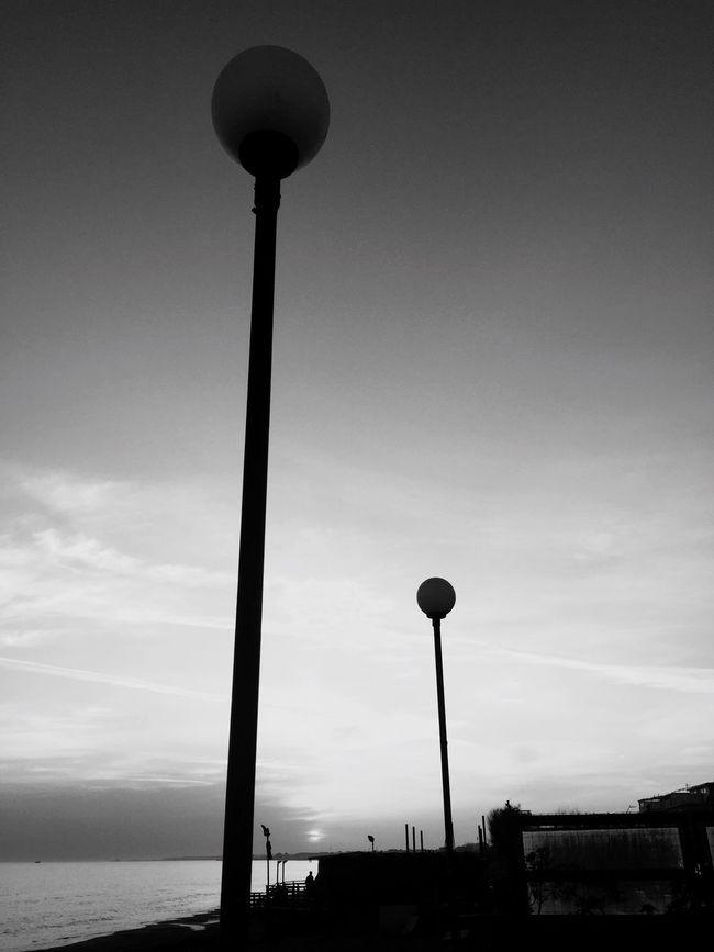 Dritti al cielo.. Piloni Luce E Ombre Luz Luce