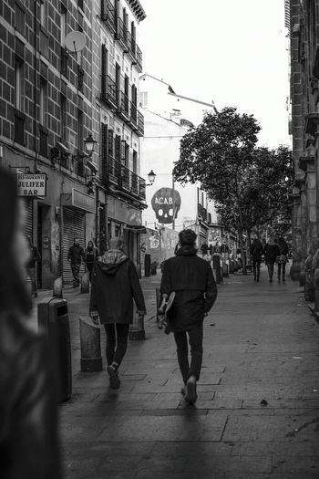 Madrid Streetphotography Urban Underground Skate Skateboarding Man Canon 40mm F/2.8 Blackandwhite SPAIN Back Tag Jacket Outdoors Day Traveling Best EyeEm Shot New Frontier Full Frame Fun Construction Contrast Travel Low Angle View Finding New Frontiers Uniqueness Adapted To The City