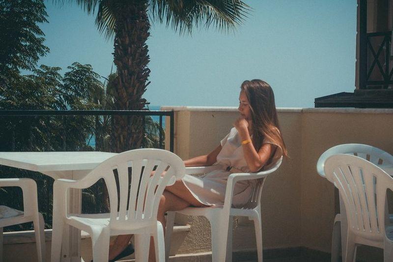 Holidays Sunshine Model Resting