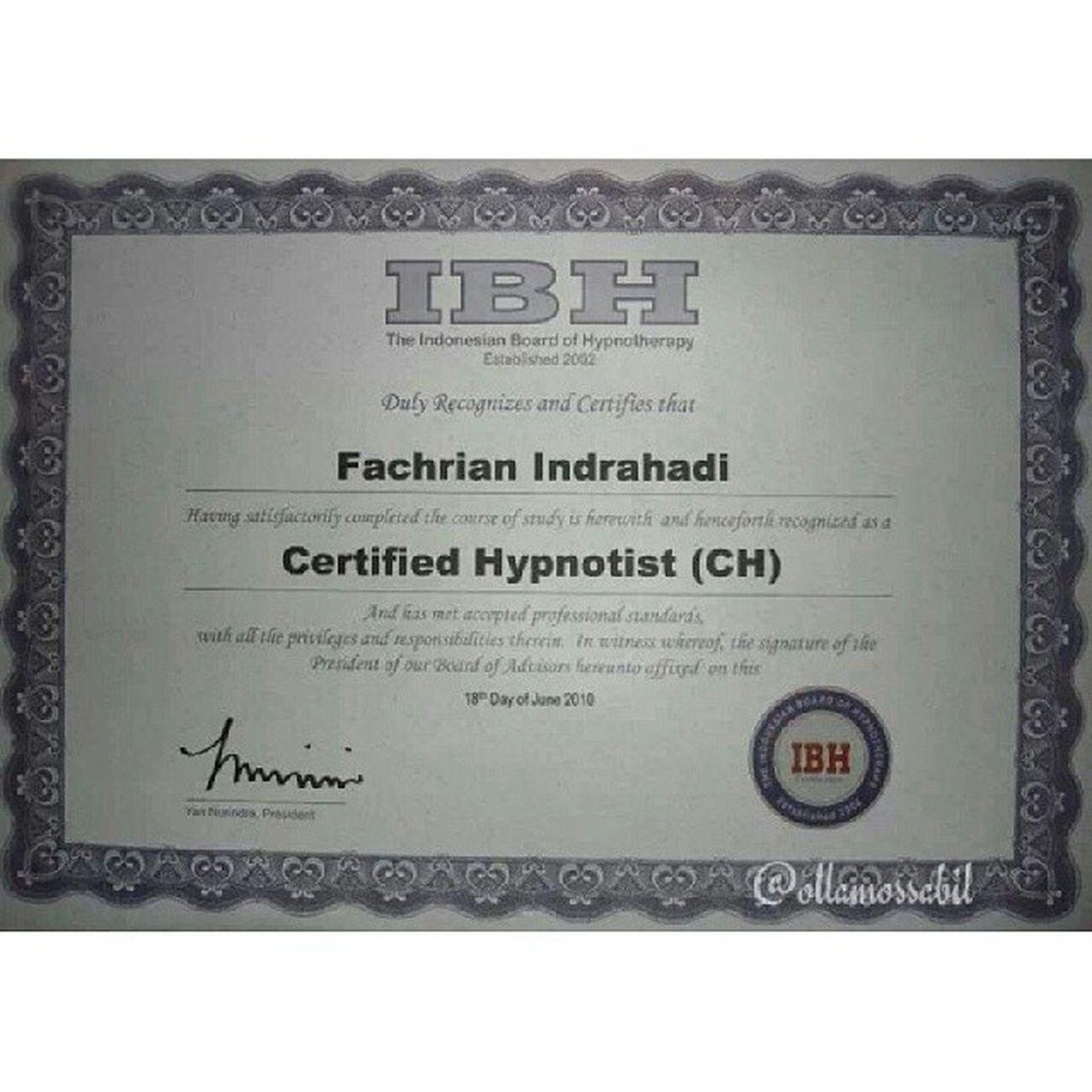 nyolong Serifikat Hypnotis nya @rianstatham hihihihi ……… … Im proud of you baby ~ ♡♥ …… … Molome