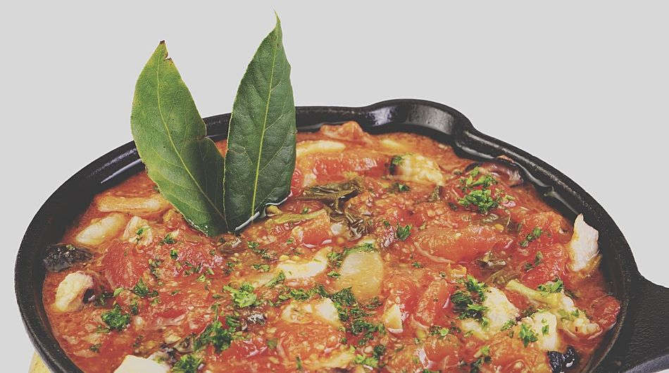 Estofado de pollo Leaf Food Food And Drink Healthy Eating Freshness Ready-to-eat SLICE Basil Close-up Pollo Estofado