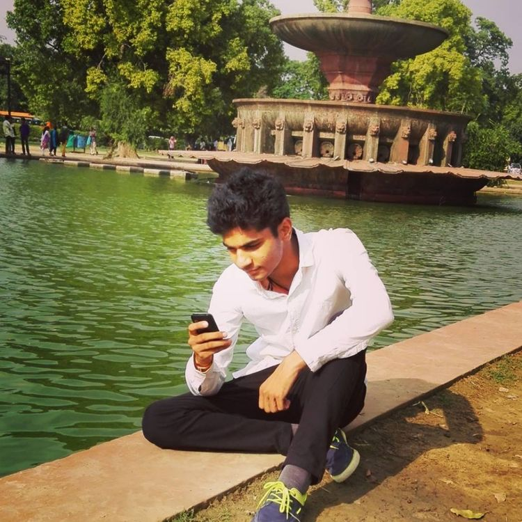 Indiagate Indian Lifestyles Photofreak Photography Sitting Summer Using My Mobile Vacations Water Photographic Memory