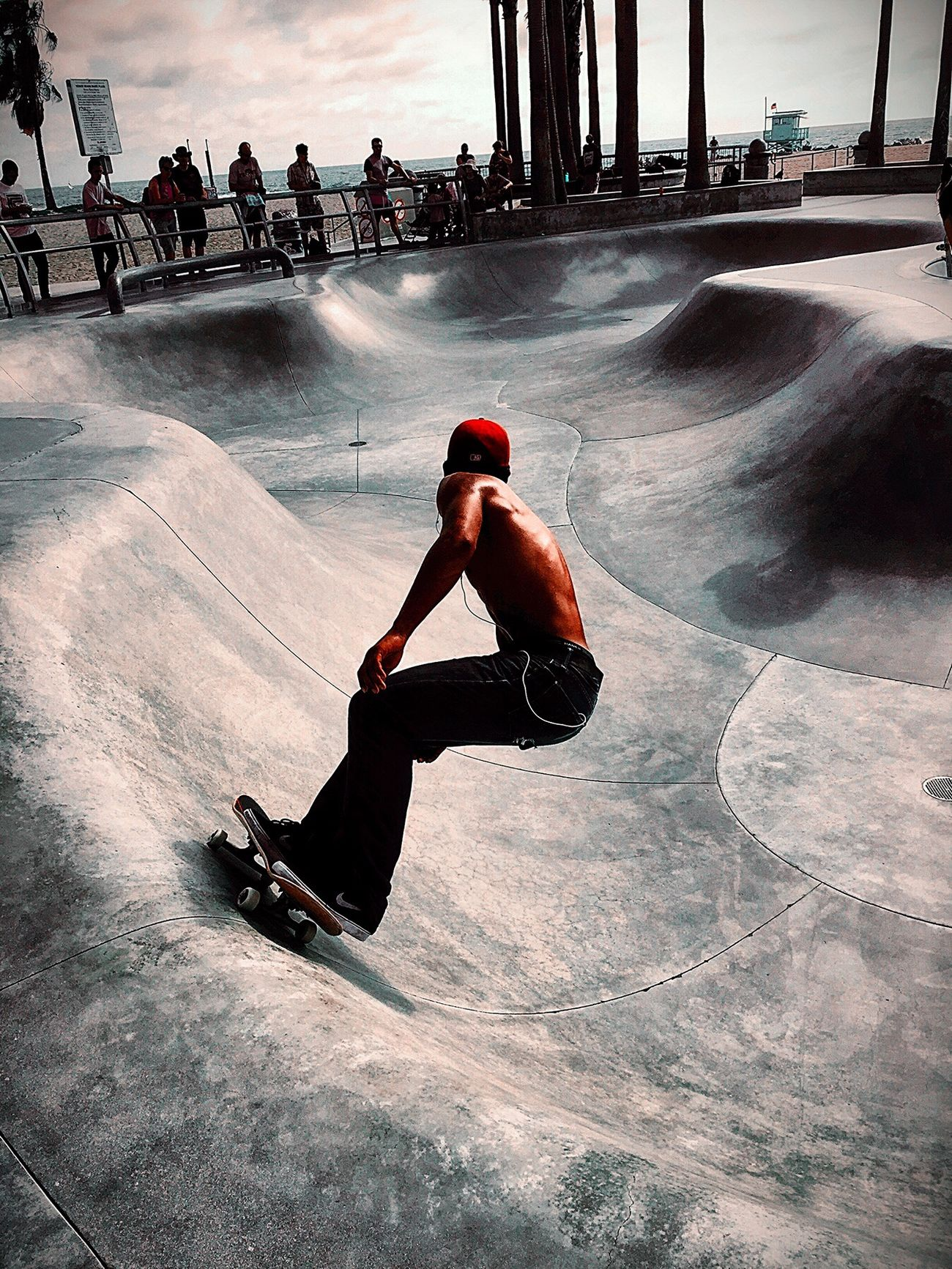 Skateboarding Skate Full Length Sunlight Real People Skateboard Park Leisure Activity Adults Only People Outdoors Young Adult City Adult Performance Day One Person Only Women Skateboard Skatepark Venice Beach Streetphotography Streetlife Move Good Vibes California Dreaming