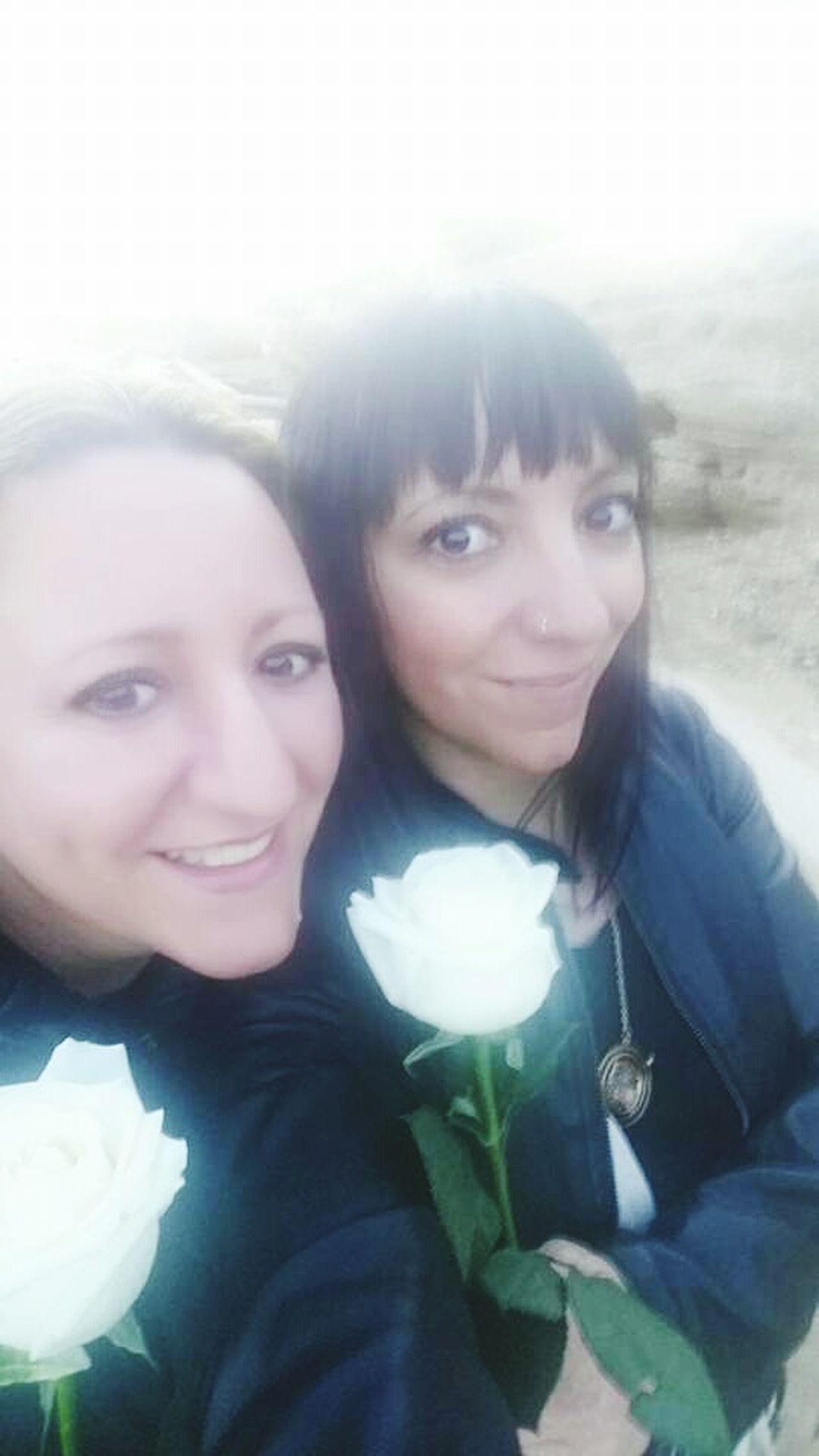 Girls Flowers Chicas Flores Sonrisa Smile Natural Light Portrait 43 Golden Moments