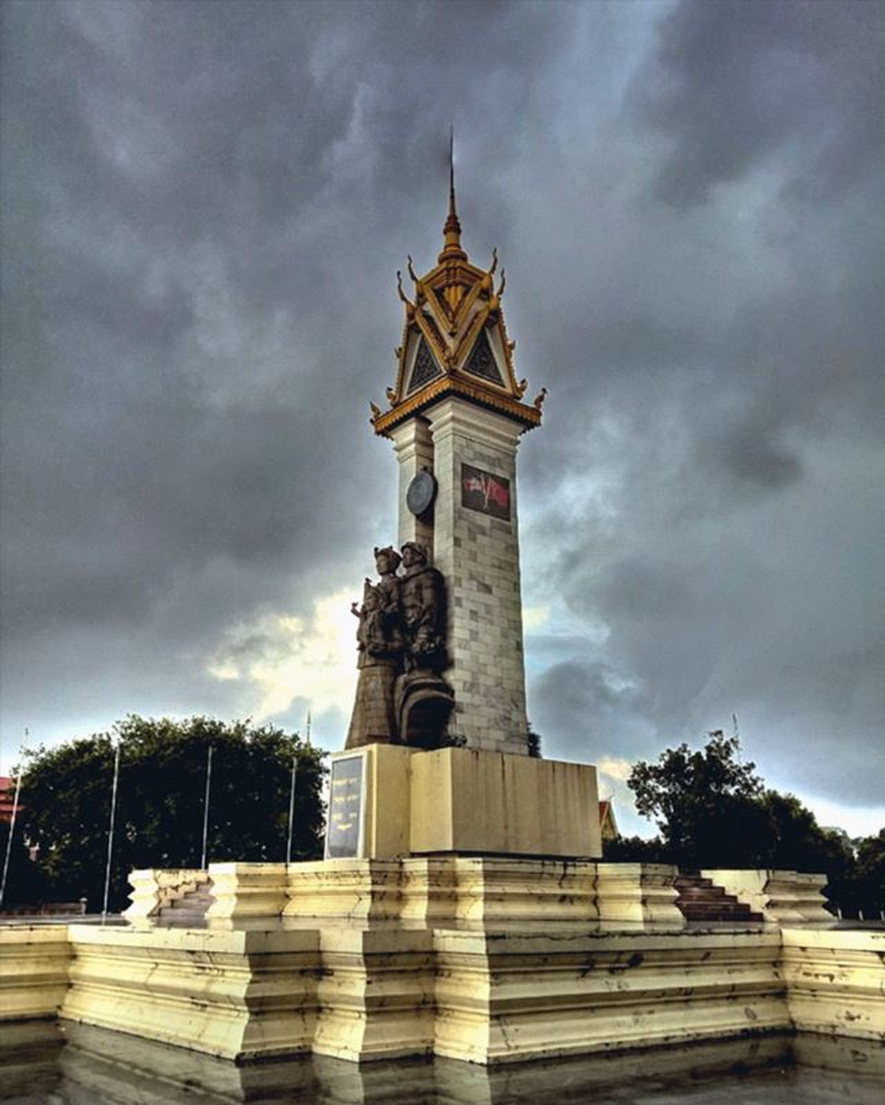 Cambodia Vietnam Friendship Monument. Lumia930 Mobilephotography WindowsPhonePhotography WeLoveLumia ShotOnMyLumia  Lumiaography Theappwhisperer Makemoments MoreLumiaLove GoodRadShot TheLumians Fhotoroom Lumia PicHitMe EyeEm Eyewm_o MenchFeature Photography Nban NbanFamily Pixelpanda Visitorg Aop_Lab Natgeo Natgeotravel NatGeoYourShot Cambodia PhnomPenh @fhotoroom_ @thelumians @lumiavoices @pichitme @windowsphonephotography @microsoftwindowsphone @microsoftlumiaphotography @mobile_photography @moment_lens @goodradshot @mobilephotoblog @street_hunters @lumia @pixel_panda_ @eyeem_o @photocrowd @photoadvices @nothingbutanokia @nothinbutanokia