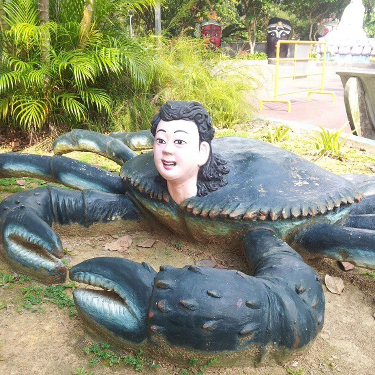Yes, all sorts of things here exist to scare you. Imagine my parents bringing me here when I was a kid. Singapore Hawparvilla