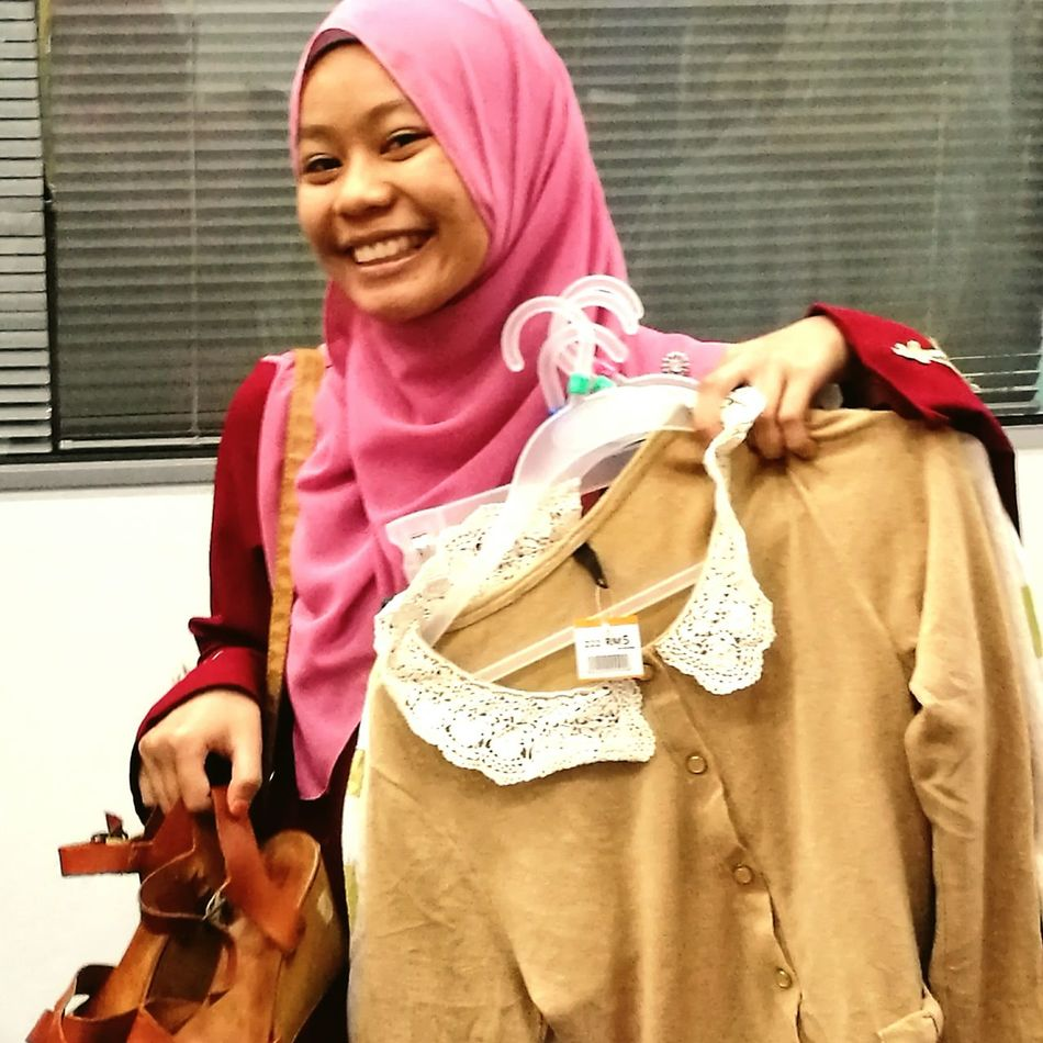 Uniqueness shopping can make all girls smile and smile. Shopping Sil Famlovely Sayangduniaakhirat