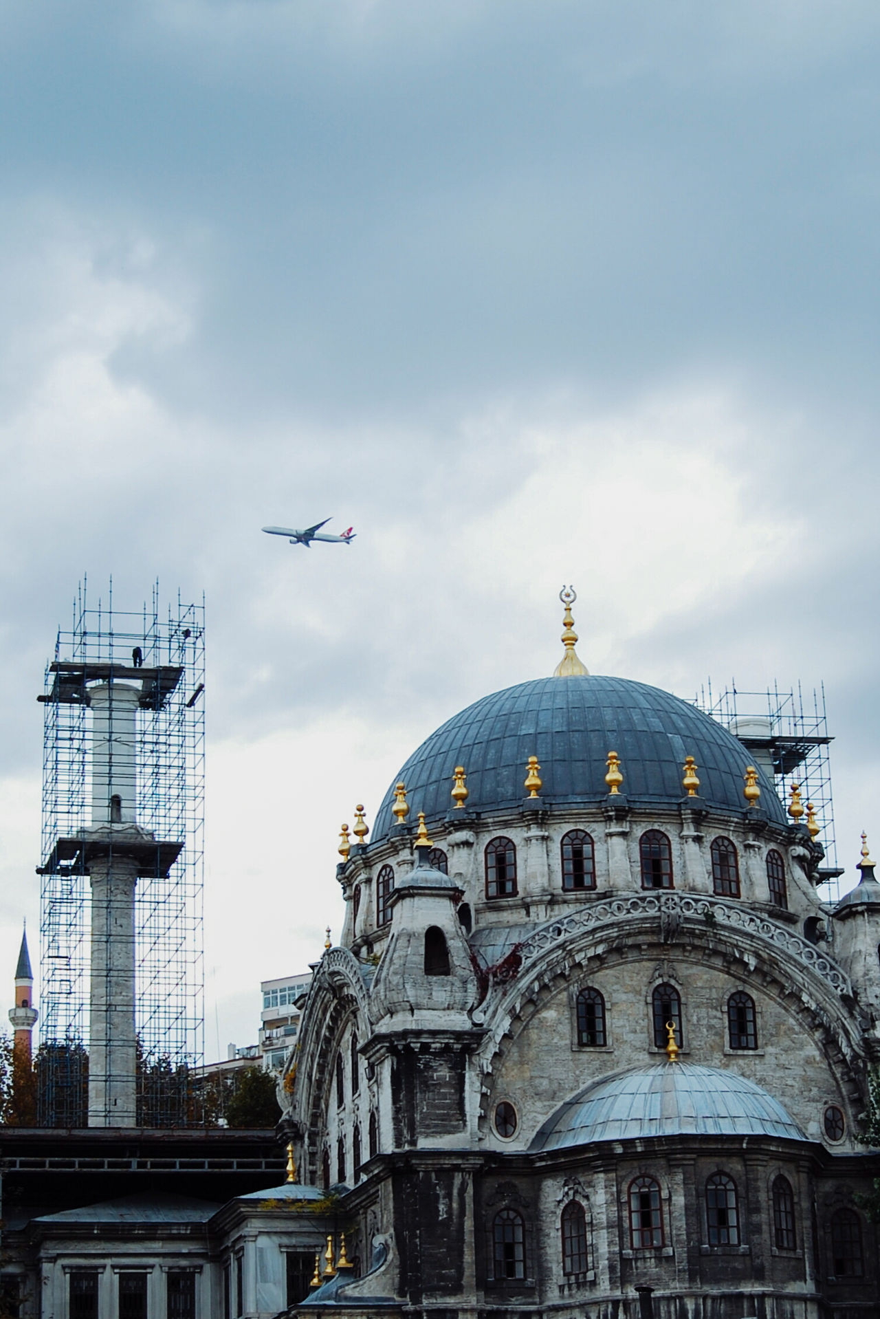 Low flying plane with mosque in foreground in Istanbul Architecture Building Exterior Built Structure City Cloud - Sky Day Dome Flying History Low Angle View Low Flying No People Outdoors Place Of Worship Plane Religion Sky Spirituality Travel Travel Destinations