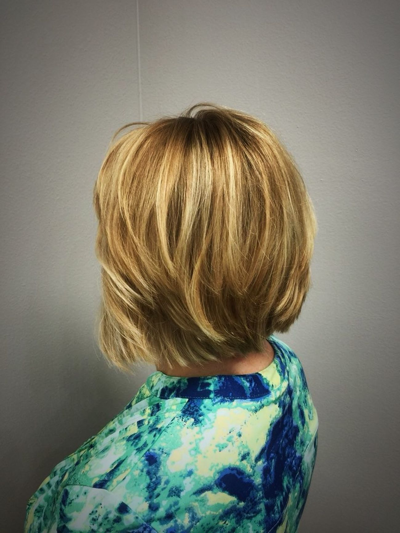 Beautiful color melting of Golden Blondes with a layered Bob with bangs @znevaehsalon Check This Out Hair TRENDING  L'Oreal Professionnel Z Nevaeh Salon Eye4photography # Photooftheday Tecni.art Hairtrends Haircolor Blonde