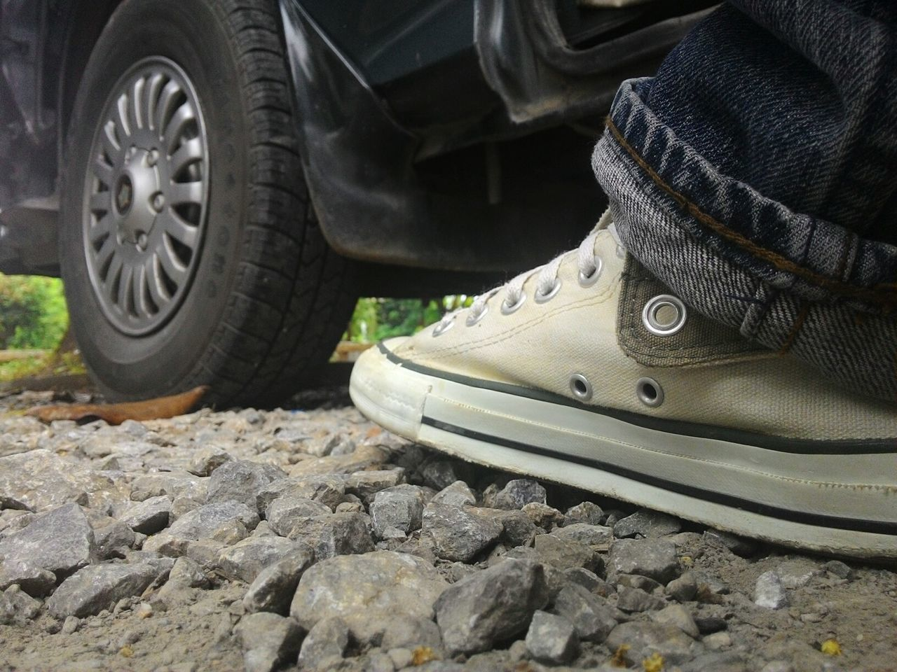 walk Wheel Outdoors Day Close-up Converse Focus Car Walk Relaxing NAN Thailand Life Wallpapers Morning Relax Me :)  Adult Thailand Human Leg Foot Love Stand Alone Stand Up Shoe Stone Jeans