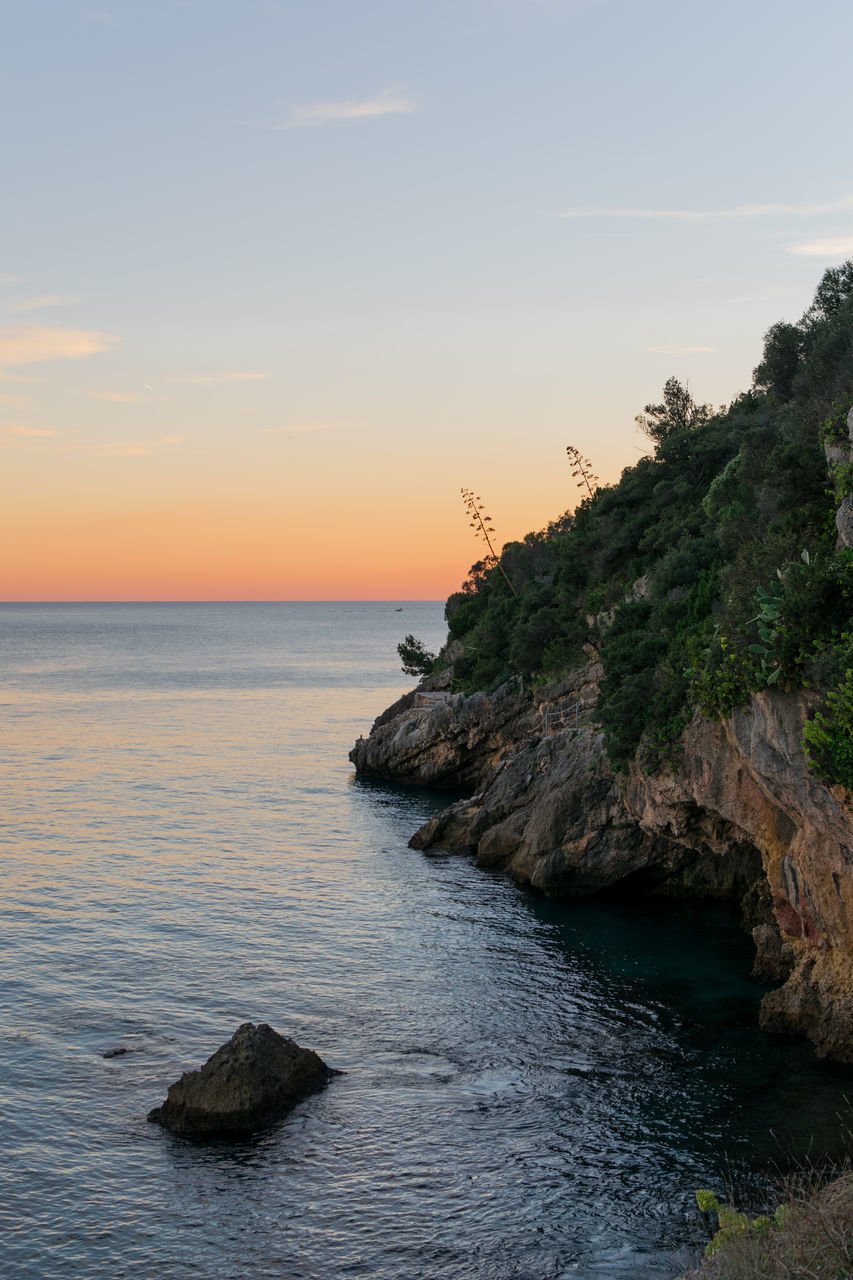 sea, beauty in nature, scenics, nature, tranquility, tranquil scene, sunset, water, sky, no people, horizon over water, outdoors, scenery, day