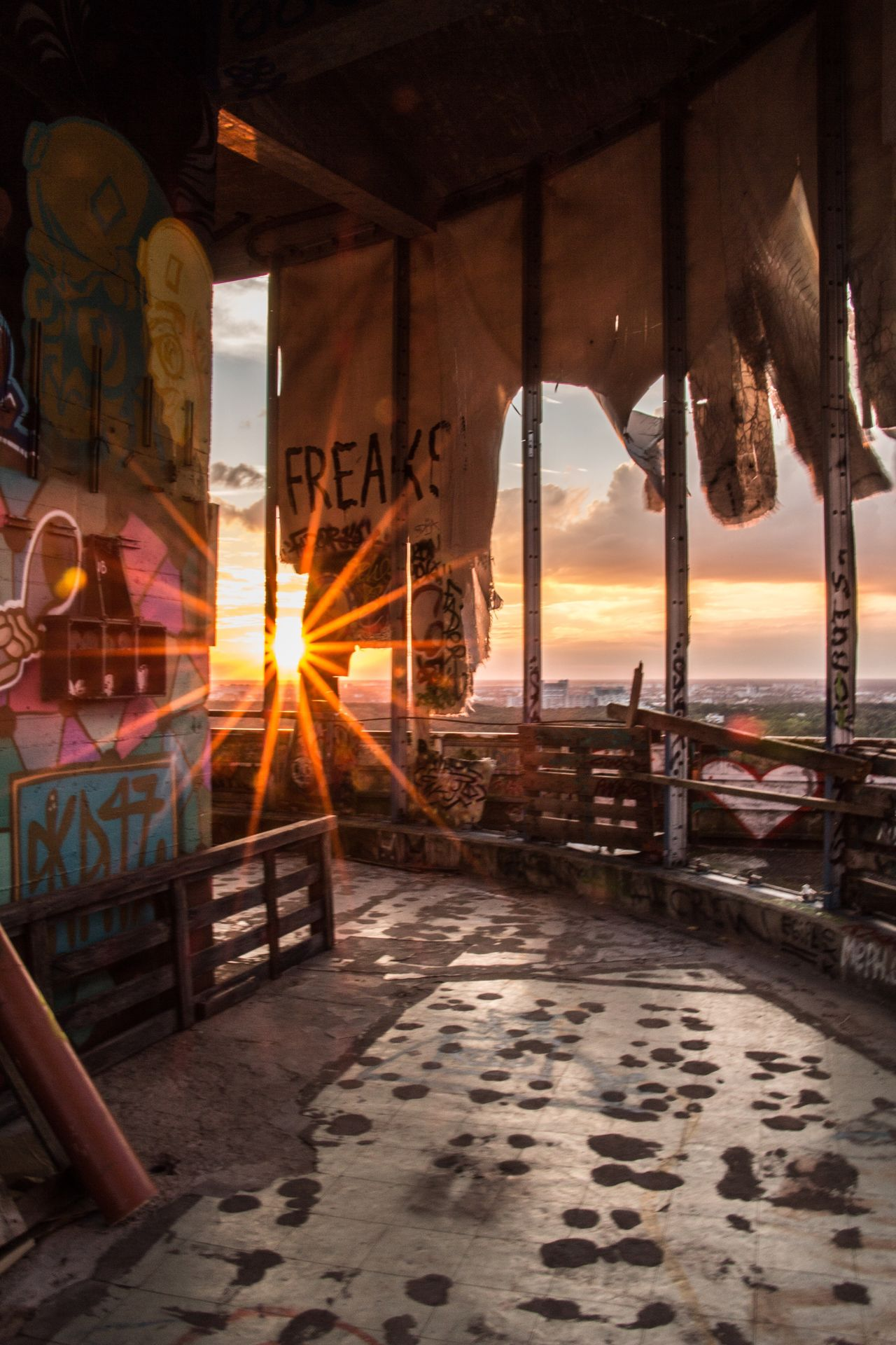 Berliner Ansichten EyeEm Best Shots Structure Architecture Teufelsberg Berlin Teufelsbergberlin Taking Photos EyeEm Best Edits Old Ruin NSA Station Berlin Sky Sunset Ruined Building Metall Graffiti Rotten Abhörstation Teufelsberg Abhörstation Evening Evening Sky Ruin EyeEm Gegenlicht