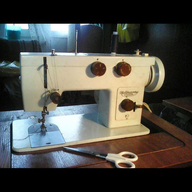 Squareinstapic Моя любимая трудяга-Чайка143А . Снова в процессе-на этот раз шьем брюки на лето))) ШвейнаяМашина ШвейнаяМашинка Chaika143A sewingmachine Sew