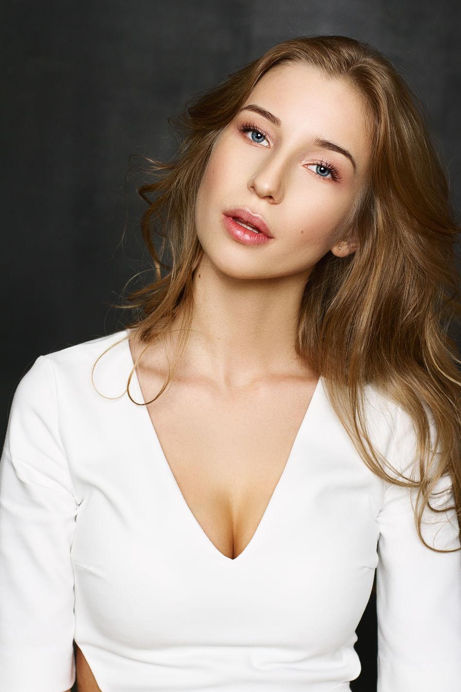 Beautiful stock photos of lippen, beauty, portrait, one woman only, beautiful woman