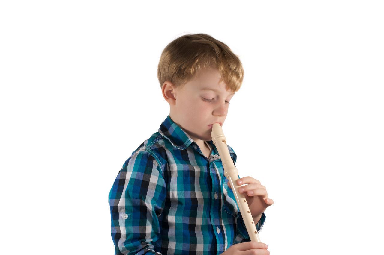 Kind spielt auf eine Flöte Beschäftigung Blockflöte Employment Flute Flöte Freizeit Geräusch Hobby Instrument Instruments Kind Melody Music Music School MusicAlly Noise Recorder Sounded Spare Time Tön