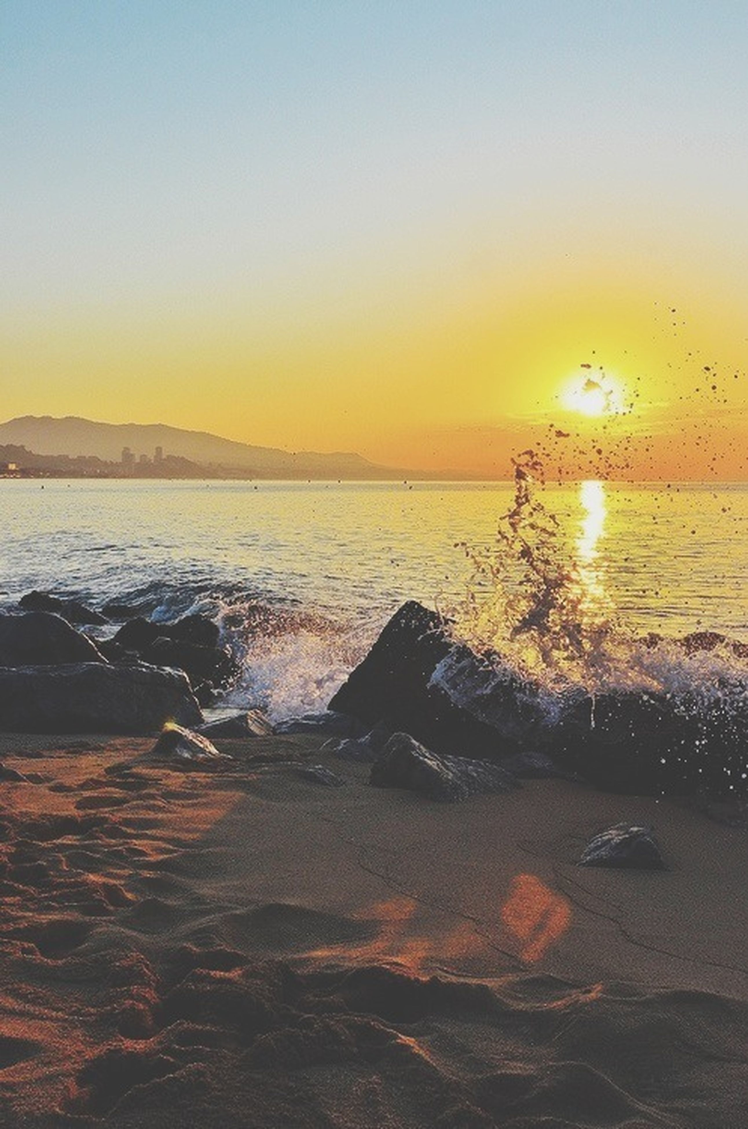 sunset, sea, water, sun, scenics, orange color, horizon over water, beach, beauty in nature, tranquil scene, clear sky, tranquility, shore, nature, idyllic, copy space, wave, sunlight, reflection, sky