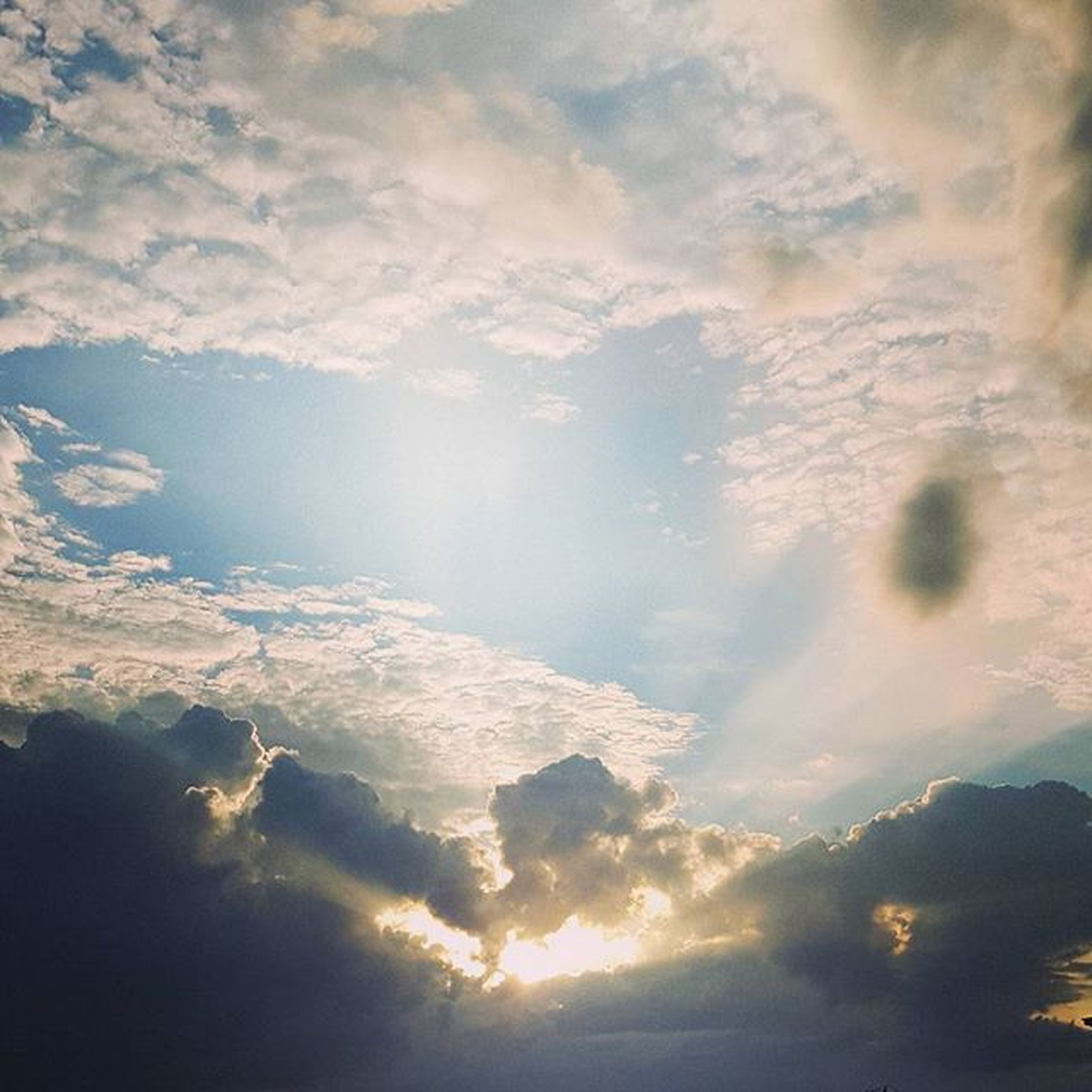 sky, scenics, cloud - sky, beauty in nature, tranquil scene, tranquility, cloudy, nature, sunset, idyllic, cloudscape, cloud, sun, sunlight, weather, sunbeam, majestic, outdoors, sky only, water