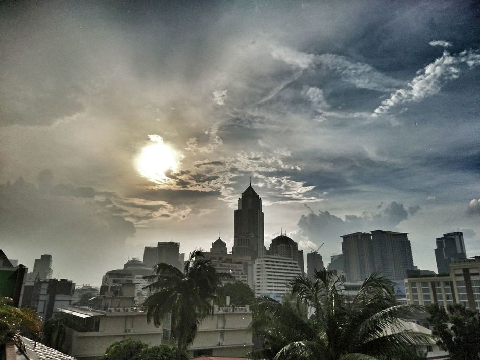 Skyline Skyscrapers Clouds And Sky Rain Rainy Days Lluvia Lluvioso Lluvias Pluvieux No People Snapseed Thailand Bangkok