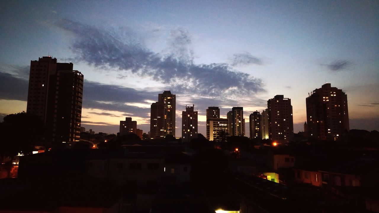 Boa noite simples assim... Urban Skyline Skyscraper City Cityscape Night Architecture Travel Destinations Business Finance And Industry Building Exterior Business Sky Outdoors Illuminated No People Downtown District
